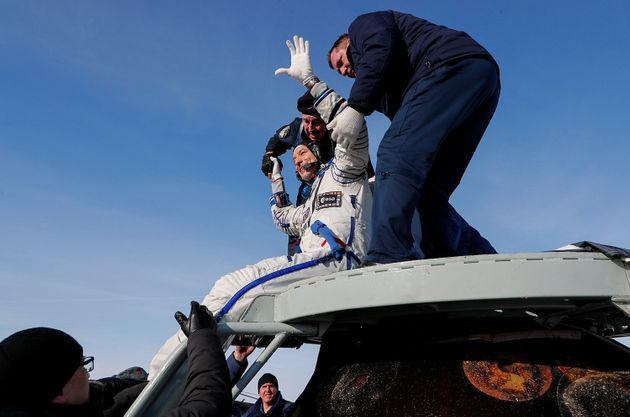 Luca Parmitano torna a casa: atterrata la navicella Soyuz atterra in