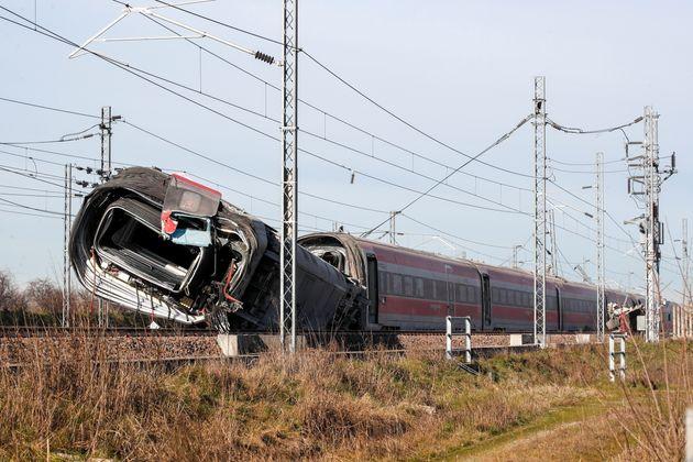 Perché il treno deragliato a 290 km all'ora non ha provocato una strage