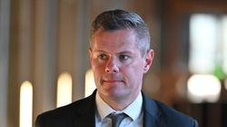 Σκωτία: Σκάνδαλο με τα μηνύματα του υπουργού Οικονομικών σε αγόρι 16