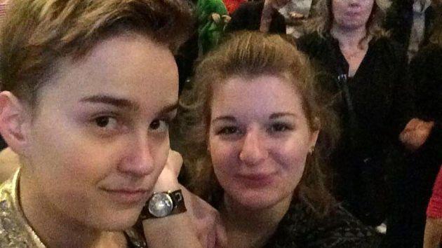 Una coppia di donne al Ballo delle debuttanti di Vienna: è la prima volta in quasi 200