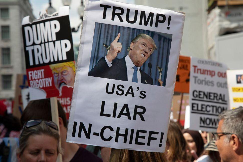 Manifestantes protestan contra Trump en Londres (julio del