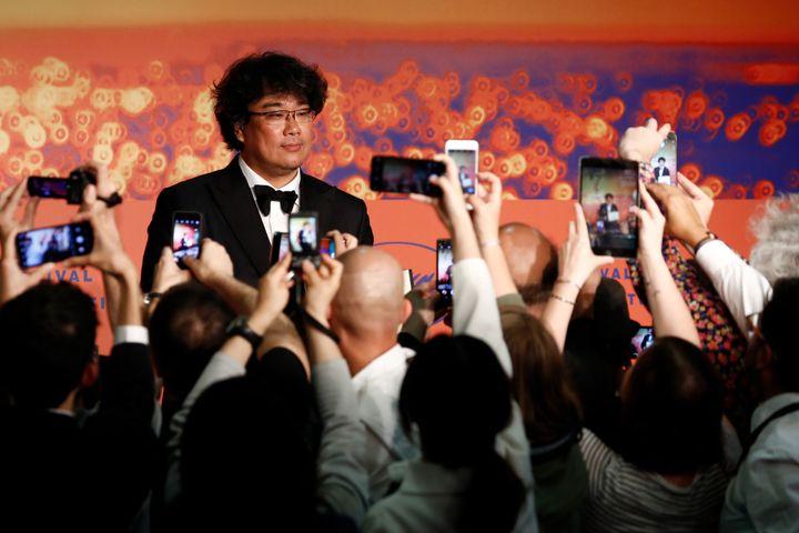 Bong Joon-Ho tras ganar la Palma de Oro en el Festival de Cannes en mayo de 2019.
