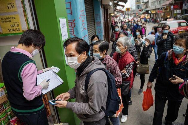 Las autoridades sanitarias chinas han elevado este viernes el número de muertos por el coronavirus causante...