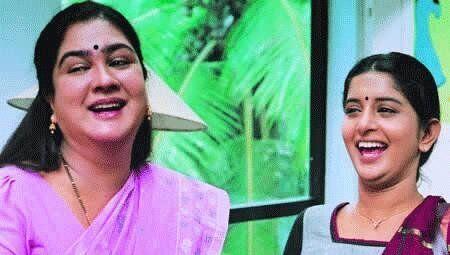 Urvashi and Meera Jasmine in 'Achuvinte Amma' (2005)