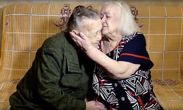 Ρωσία: Δύο αδερφές που είχαν χαθεί από τον Β' Παγκόσμιο Πόλεμο συναντήθηκαν ξανά μετά από 78