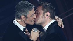 Fiorello e Ferro suggellano la pace con un bacio. Tiziano: