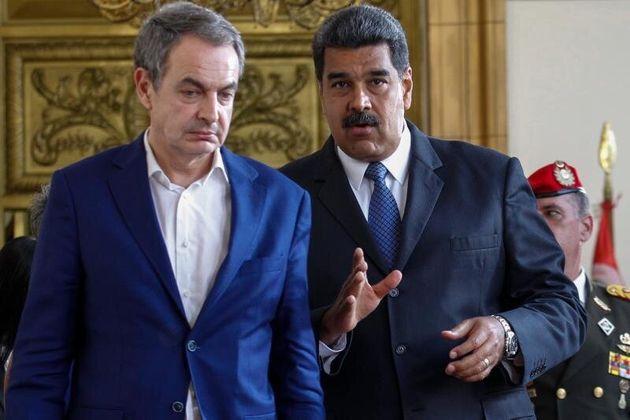 En la imagen, el expresidente del Gobierno español José Luis Rodríguez Zapatero (i) se reúne con el presidente...