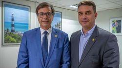 Embratur promove 'a luta' de Flávio e Eduardo Bolsonaro em prol do