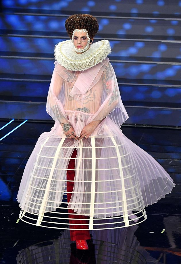 Sanremo 2020, Achille Lauro chiude in bellezza nei panni di Elisabetta I