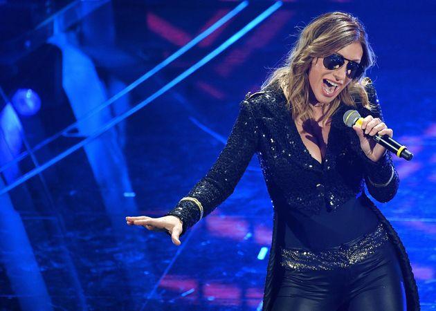 Sanremo 2020, Sabrina Salerno canta Boys e stende tutti: