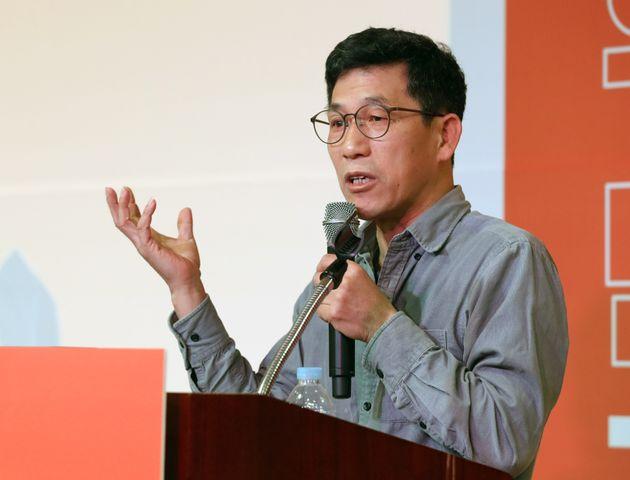 진중권 전 동양대 교수가 9일 오후 서울 영등포구 하이서울유스호텔에서 열린 우리가 만드는 안철수신당(가칭) 발기인대회에서 초청 강연을 하고 있다