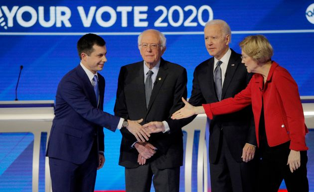 Em debate do partido Democrata, Pete Buttigieg, Bernie Sanders, Joe Biden e Elizabeth Warren em Manchester,...
