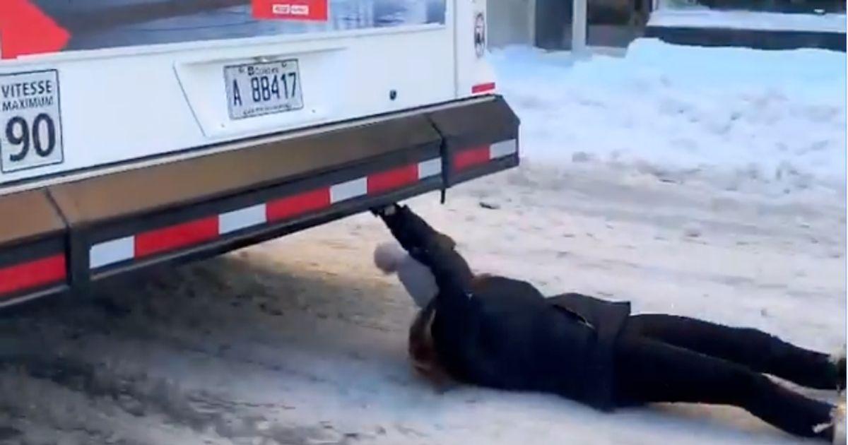 モントリオールの女性「バスサーフィン」のInstagramビデオを調査する警察