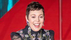 Olivia Colman sorprende con un cambio de 'look' en la alfombra roja de los