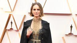 Natalie Portman et sa cape engagée pour les femmes réalisatrices