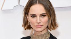 El mensaje feminista oculto en la capa de Natalie Portman en los Oscar: fíjate bien y lo