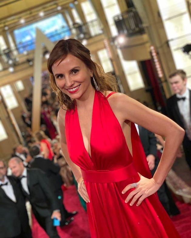 A cineasta brasileira Petra Costa no tapete vermelho do Oscar