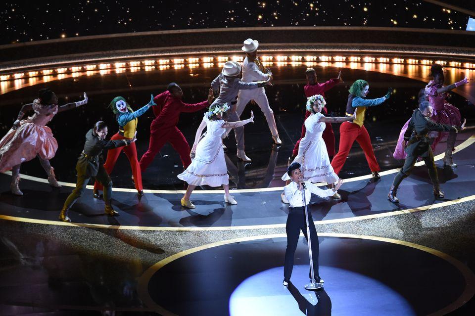 ドビー・シアターでアカデミー賞のオープニングを披露するジャネール・モネイさん