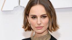 【アカデミー賞2020】女性監督はノミネートなし。黒いケープに入れた金の刺繍で、ナタリー・ポートマンは抗議した。