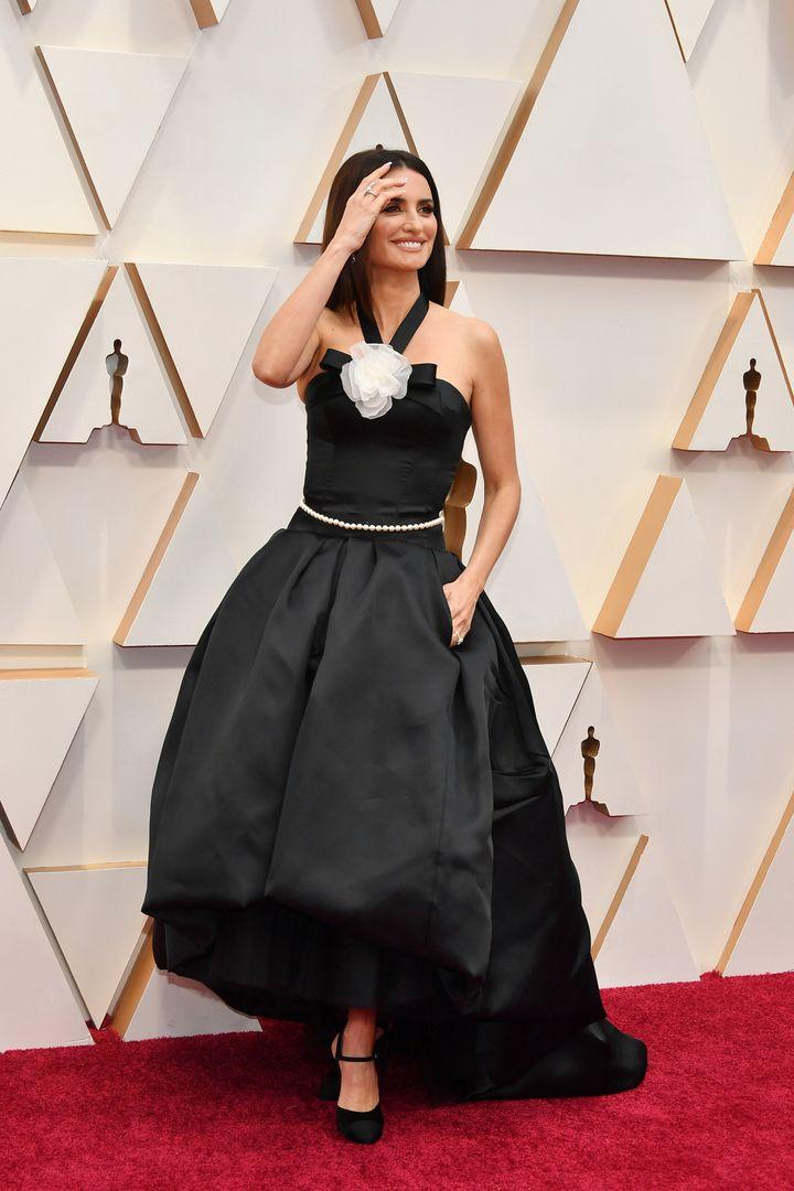Penélope Cruz, de Chanel en la alfombra roja de los Oscar.