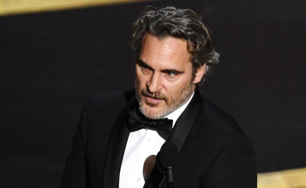 Joaquin Phoenix recogiendo el Oscar a Mejor