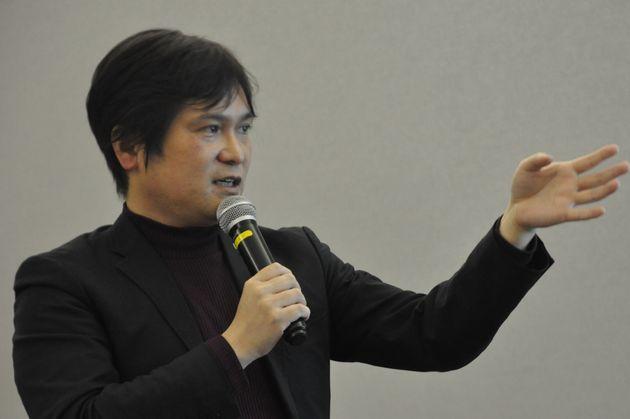 講演する大阪大学非常勤講師の井出草平さん