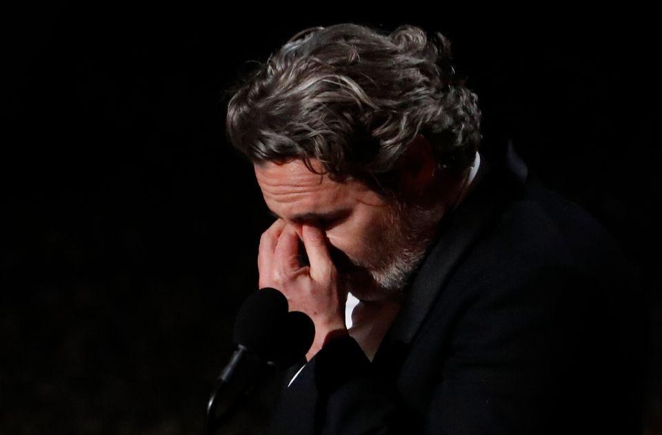 Visivelmente nervoso, Joaquin Phoenix fez o discurso mais incisivo da noite do Oscar