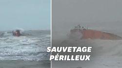 Les images impressionnantes d'un sauvetage en mer en pleine tempête