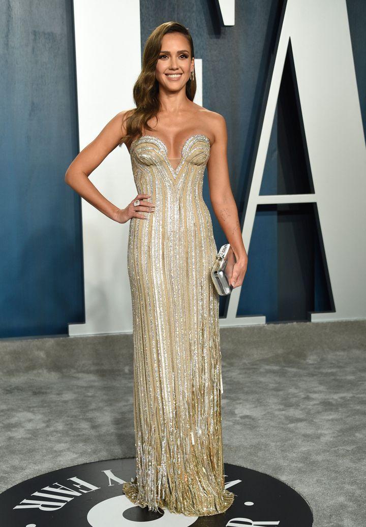 Η ηθοποιός Τζέσικα Αλμπα με Versace.