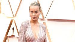 Brie Larson iba espectacular en los Oscar pero lo que está mirando todo el mundo es su