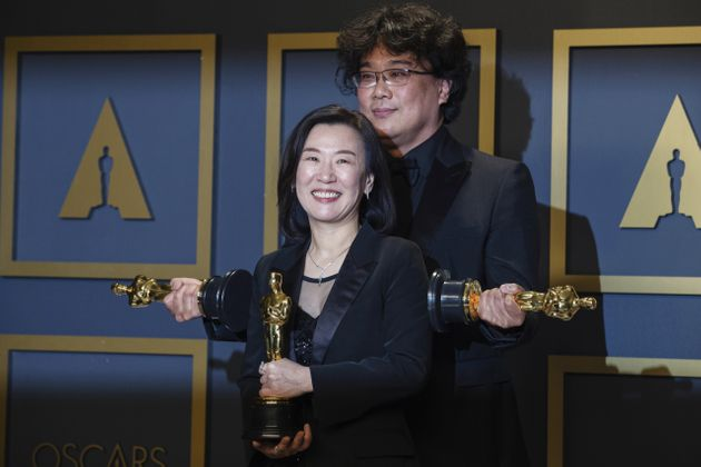 Kwak Sin Ae and Bong Joon Ho pose with the Oscar for Best Picture for
