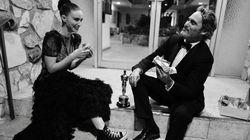 Joaquin Phoenix comemora estatueta comendo burger vegano com noiva em rua de