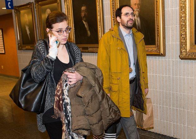 Clara Wasserstein, à gauche, et Yochonon Lowen arrivent au palais de justice de Montréal, le lundi 10...
