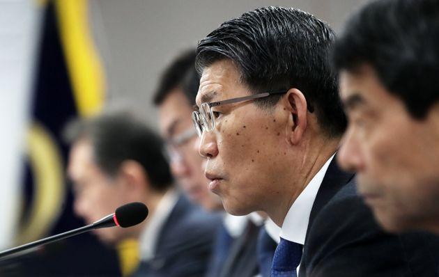 은성수 금융위원장이 지난해 12월 12일 오전 서울 종로구 정부서울청사에서 열린 '파생결합펀드(DLF) 종합대책 이행 협조' 관련 은행장 간담회에서 모두발언을 하고