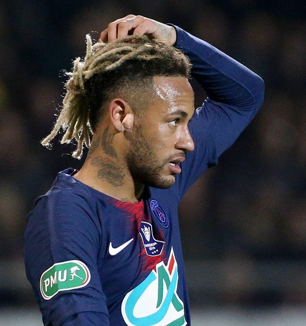 En 2019, lors d'un match de coupe de France Neymar c'était affiché avec de fausses