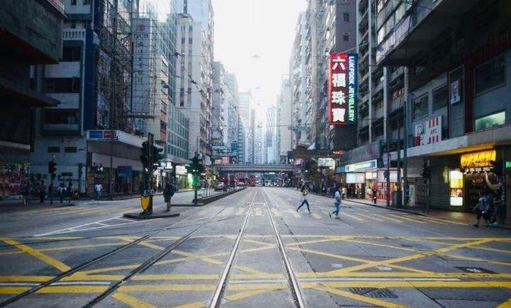 «Hong Kong serait-elle devenue une ville fantôme? Depuis quelques semaines, à cause du coronavirus, elle est en effet extrêmement calme.»