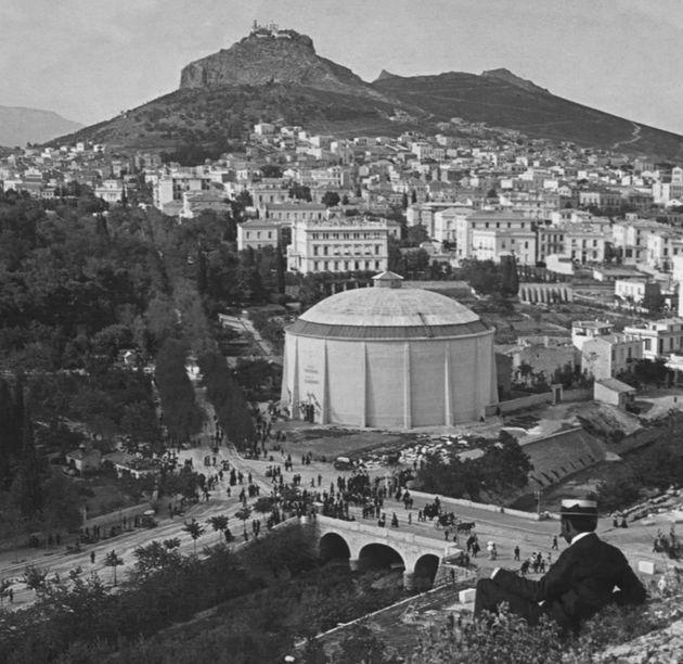 Στο φως η, ξεχασμένη σε κλειστά αρχεία, Αθήνα του 19ου