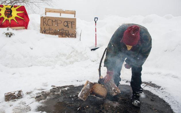 Lundi, des Mohawks de Kahnawake,sur la Rive-Sud de Montréal, ont commencé à...