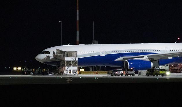 L'avion, qui a quitté Wuhan lundi, a fait un arrêt à Vancouver avant de se diriger...