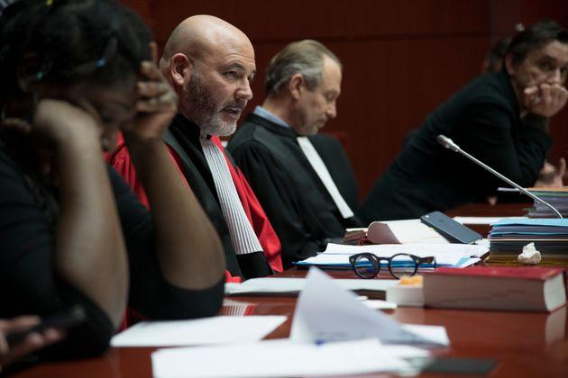 Me Pascal-Pierre Barbarini, dans le rôle du président du tribunal dans