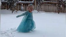 Kleinkind Tanzt Im Schnee Zu 'Let It Go' - Sie Wärmen Die Kältesten Der Herzen