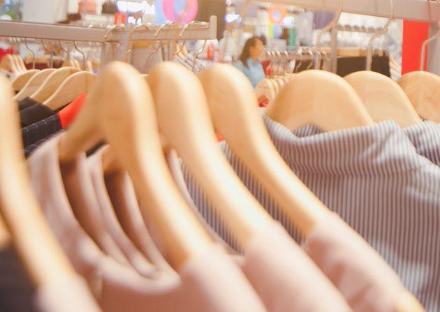 De A à E, bientôt l'équivalent d'un nutri-score pour les vêtements. (photo