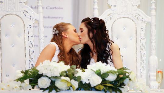 As fotos do primeiro casamento homoafetivo da Irlanda do Norte ficaram