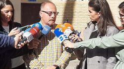 El padre de Marta del Castillo deja Vox: