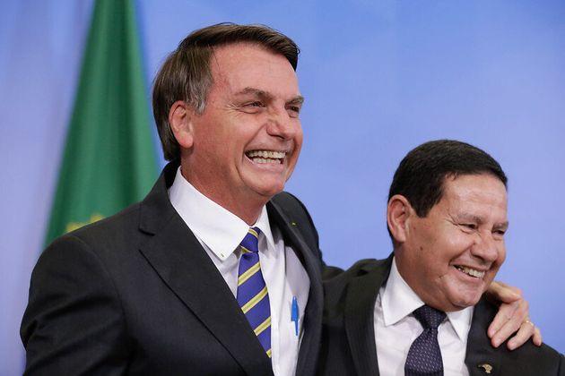 Presidente Jair Bolsonaro e vice-presidente, Hamilton Mourão, na cerimônia de transferência do Conselho...