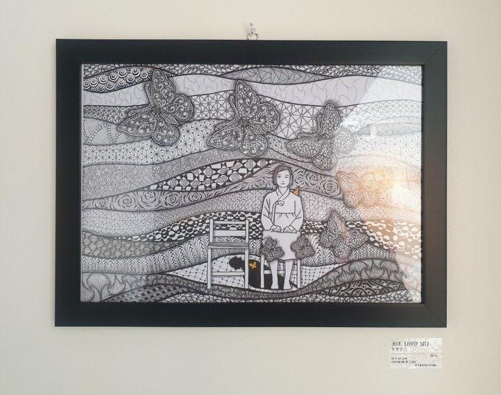 11일 전쟁과여성인권박물관에서 열린 고 김복동 할머니 1주기 추모전 '나비의 꿈'에 전시된 이혜진씨의 작품 '소녀, 나비와 날다'