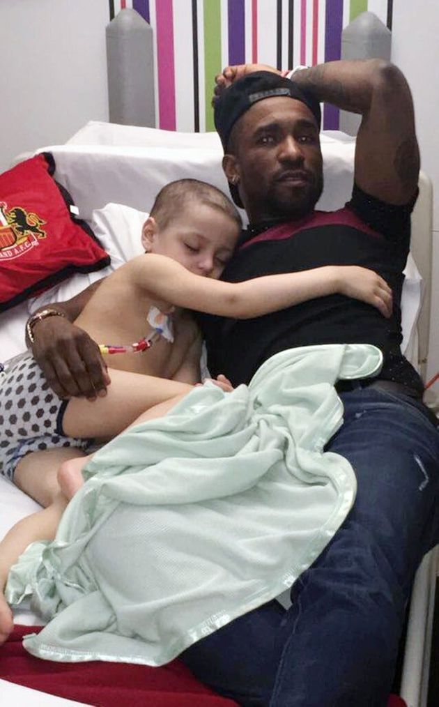 Defoe Wins Personality Award For Friendship With Cancer Boy