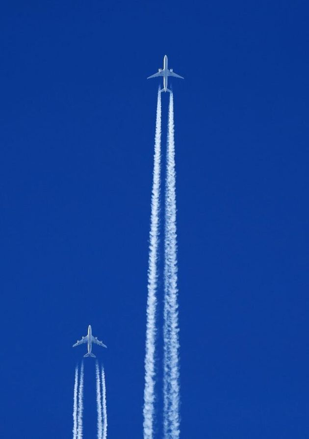 Airliners 'Appear To Fly In Formation Over