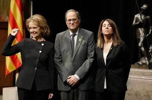 El presidente de la Generalitat, Quim Torra, con las nuevas conselleras de Presidencia, Merixell Budó...