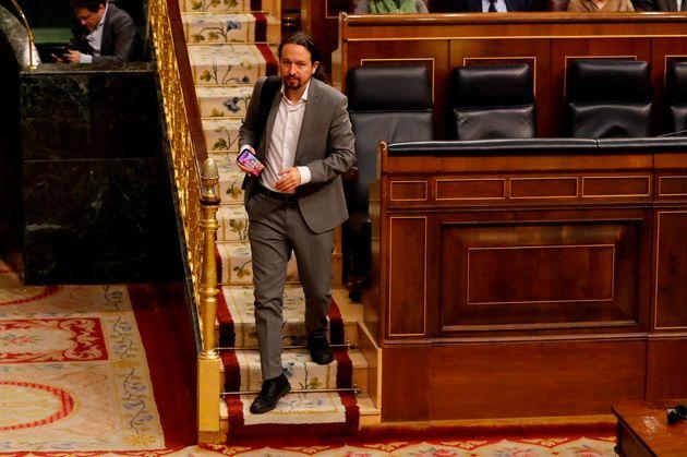 Pablo Iglesias abandonando el